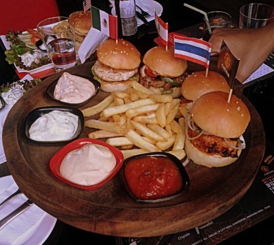 Manchester United Cafe Bar - Burger Platter